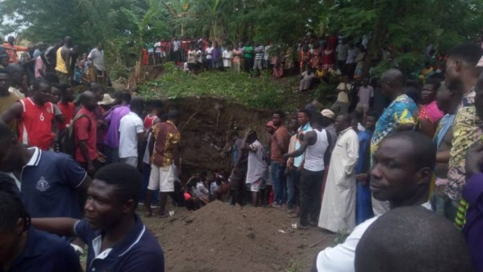 Photo of 6 dead as galamsey pit caves in