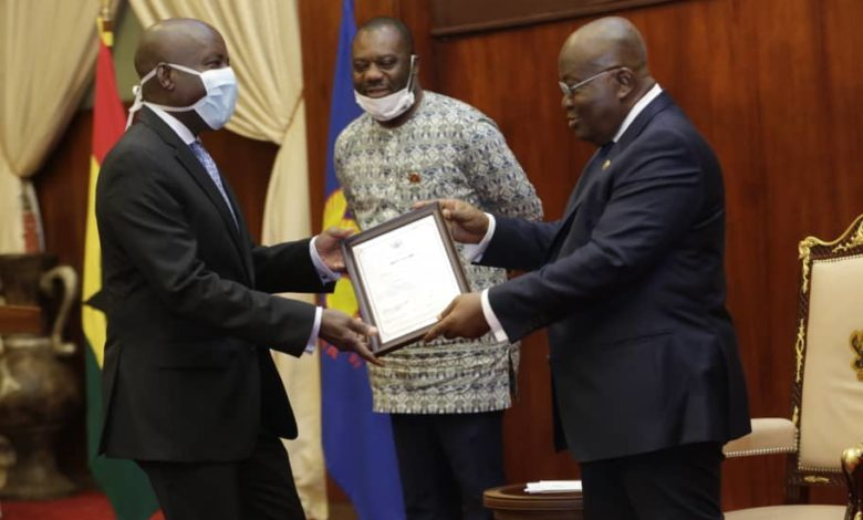 Photo of Akufo-Addo presents charters to Pentecost and All Nation Universities
