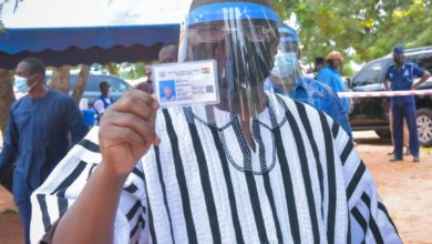 Photo of Bawumia registers for new voters' identification card