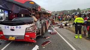 Photo of Accra-Kumasi road: 20 feared dead in multiple bus accident at Kyekyewere (Photos)