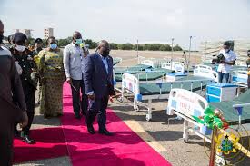 Photo of Akufo-Addo hands over 10,000 hospital beds to Ministry of Health
