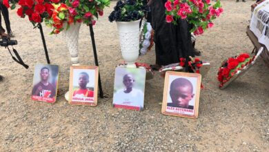 Photo of Offinso accident: Sports Minister, Sports Fraternity join hundreds at funeral of 8 juvenile footballers (Photos)