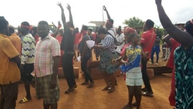 Photo of A/R: Atwima Kwanwoma residents stage demo  over bad roads (Video+photos)