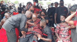 Photo of Father of police officer killed in bullion van attack inconsolable at son's funeral